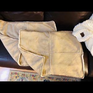 POTTERY BARN Shearling Pillow Shams (2)